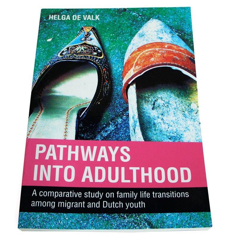 grafisch ontwerp boekomslag proefschift Pathways into adulthood