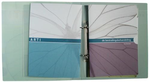 ontwerp brochures in verzamelmap
