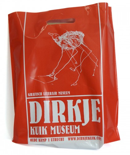ontwerp plastic draagtas museum Dirkje Kuik